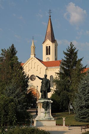 Nagycenk - Image: Saint Stephen's Church and the statue of Count István Széchenyi, Nagycenk