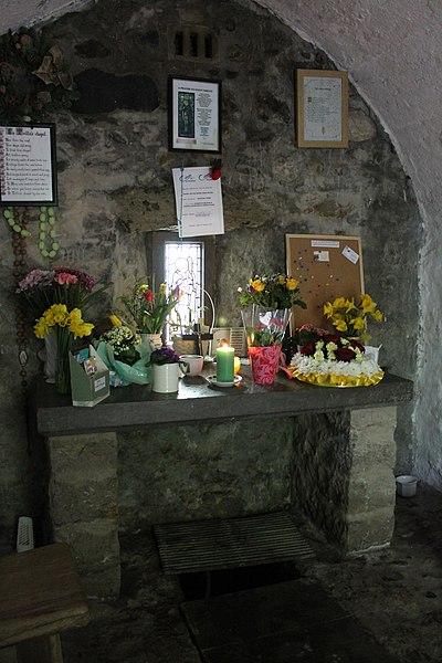 File:Sant Trillo St Trillo Betws yn Rhos Conwy Gogledd Cymru North Wales 24.JPG