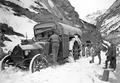 Saurerlastwagen im Schnee der Gotthardstrasse - CH-BAR - 3241106.tif
