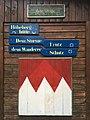 Schilder an einer Wanderhütte nahe Masserberg, Thüringen, Deutschland.jpg