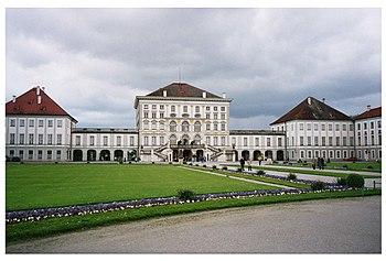 Frontis del palacio.