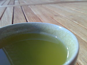 English: a cup of sencha Deutsch: eine schale ...
