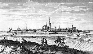 Ramparts of Senlis - View of old Senlis with its fortifications.