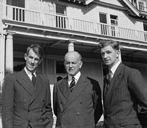 George Lowe (mountaineer) - George Lowe (right) with Sir Edmund Hillary (left) and Governor-General Sir Willoughby Norrie at Government House, Wellington, 20 August 1953.