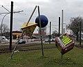 Skulptur Warschauer Str 32 (Frhai) Warschauer Spitze&Linde Postler&2004.jpg