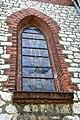Smardzowice Kościół Matki Boskiej Różańcowej - okno z witrażem.JPG