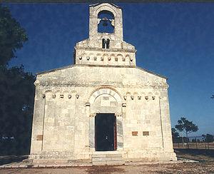 Santa Maria, Uta - Façade of the church.