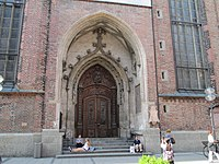 South portal of the Frauenkirche, Munich.jpg