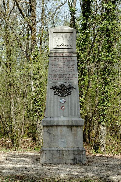 Stèle à la Mémoire du Général Josef BOSSAK-HAUKE, au lieu dit Bois des Chênes à Hauteville-lès-Dijon, près de la D971.