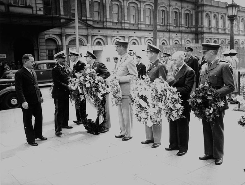 File:StateLibQld 1 113684 Wreath laying ceremony at Anzac Square, Brisbane, September 1944.jpg