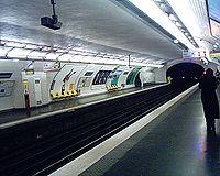 Station de Poissonniere Ligne 7 - Quais 27-02-06.jpg