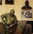 Statue of Hemingway at Floridita 2016.jpg