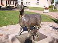Statue représentant une brebis et son agneau - Symbole de Réquista.JPG
