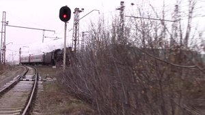 Файл:Steam locomotive at the Bronnitcy station.webm