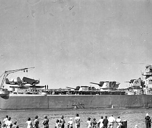 Stern of USS Houston (CL-81), circa in 1945.jpg