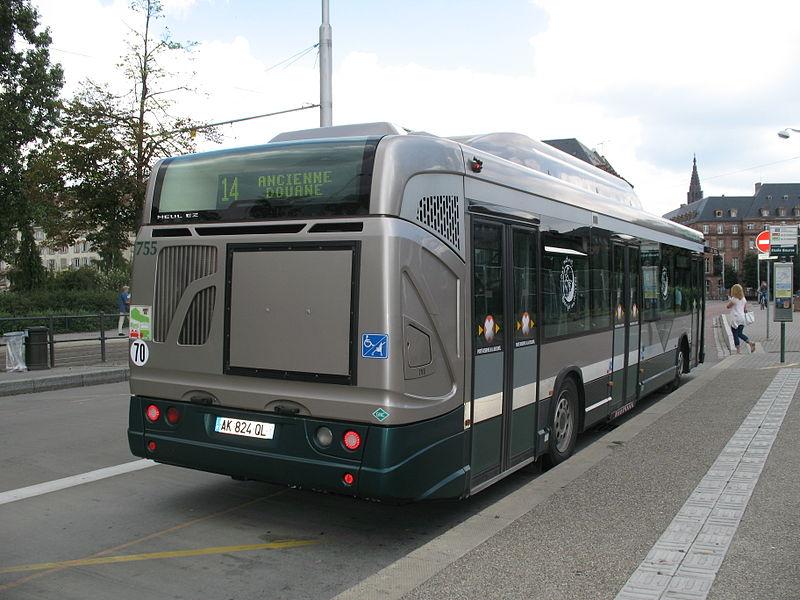 Bus Heuliez GX 327 du réseau CTS à Strasbourg - arrêt Etoile Bourse ligne 14.