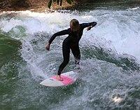 Surfing Eisbach Englischer Garten Muenchen-2.jpg