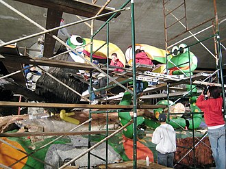 Rose Parade floats - Float builders