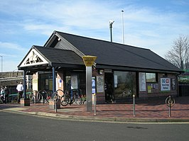 Tame Bridge Parkway railway station in 2008.jpg