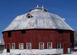 Juneau County, Wisconsin - 10 sided barn south of Mauston