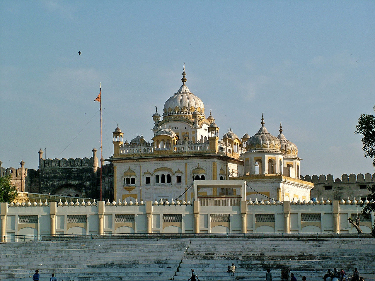 File:Tomb of Ranjit Singh, Lahore.jpg - Wikipedia