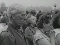 Polygoonjournaal uitgezonden op 30 augustus 1958. Osborn preekt op het Malieveld te Den Haag, waarbij evangelist Johan Maasbach zijn woorden in het Nederlands vertaalt.