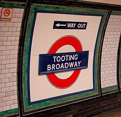 Tooting Broadway (91903726).jpg