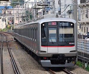Tōkyū Tōyoko Line - A Toyoko Line 5050 series EMU in 2010