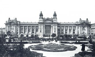 Budapest Stock Exchange - Budapest Stock Exchange's Liberty Square building in 1905