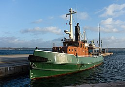 Tugboat Harry at home in Lysekil harbor 1.jpg