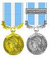 Tweemaal de Franse Koloniale Medaille in Zilver en in Goud.jpg