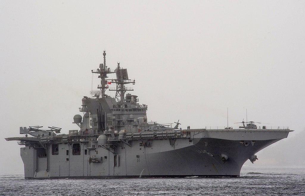 USS America (LHA-6) frente a Rio de Janeiro en agosto de 2014.JPG