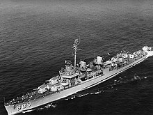 USS Wadleigh (DD-689) underway, circa in 1951 (NH 98907).jpg
