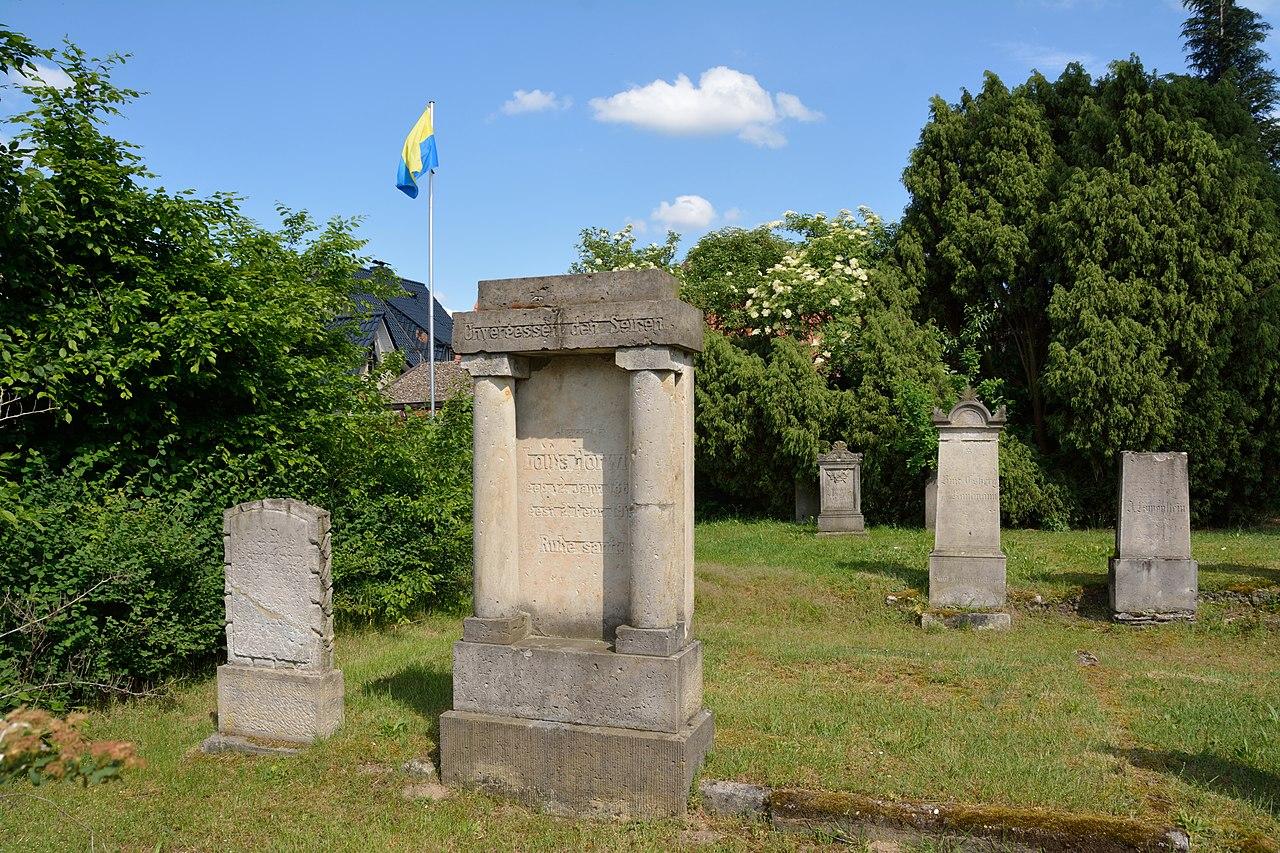 Uelzen - Jüdischer Friedhof NIK 6195.JPG