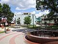 Ulanów - plac zabaw i fontanna na Rynku (04).jpg