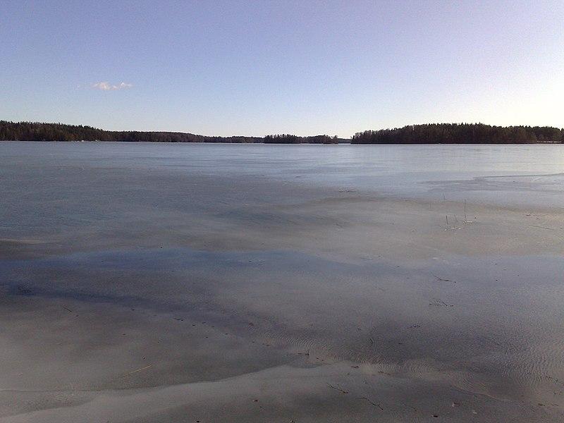 File:Varesjärvi, Kiikala, Salo, 8.3.2014..jpg