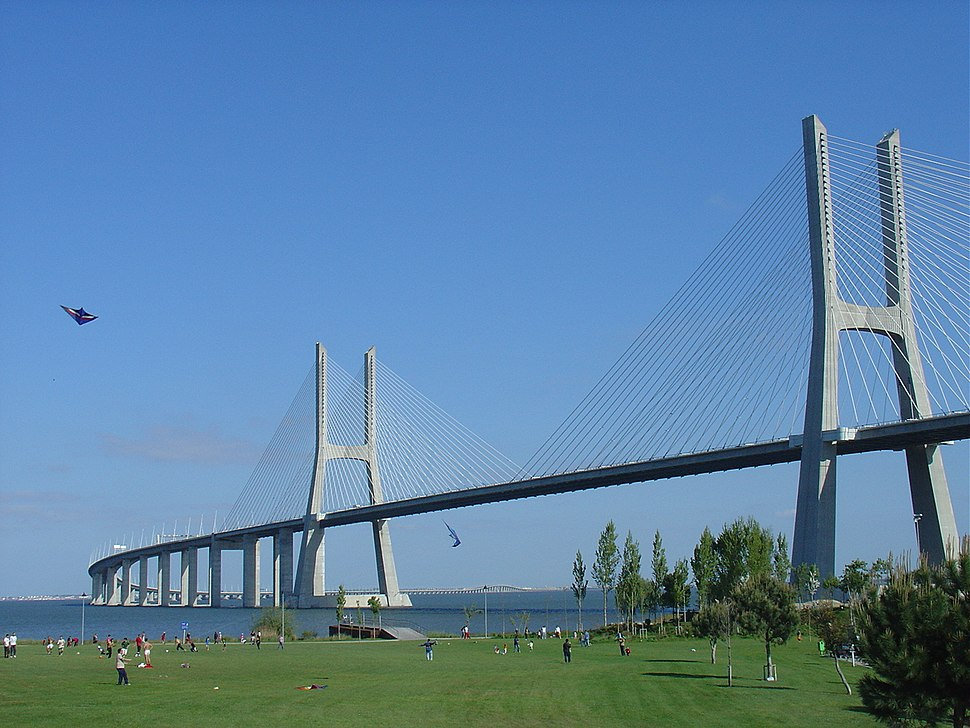 Vasco de Gama bridge side