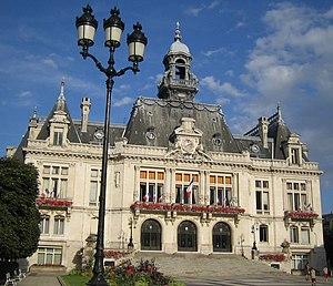 300px-Vichy-hoteldeville.jpg