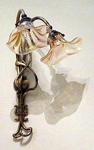 Victor horta, applique a due bracci per lampadine elettriche, 1903 ca