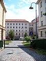 Vjezd z Kolejní, Masarykova kolej, Praha-Dejvice, Česko - 20110622.jpg