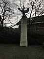 WWII sculpture, Loosduinen (2).JPG