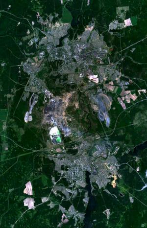 Вид на Ревду (внизу) и Первоуральск (вверху) из космоса