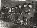 Watersnood 1953. Kerkdienst in Tholen in het overstroomde gebied. Militairen van, Bestanddeelnr 059-1344.jpg