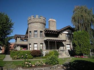 Wenatchee Valley College - Image: Wenatchee, WA Wells House 04
