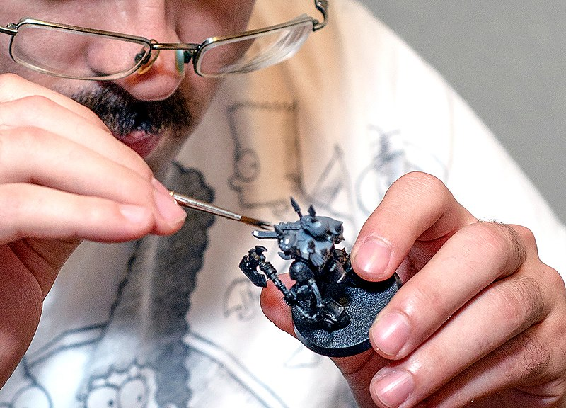 File:Wh40k painting miniature cropped.jpg
