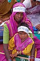Woman and child at farmers rally, Bhopal, Nov 2005.jpg