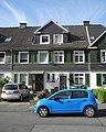Wuppertal, Schenkstr. 104 + 106, azurblauer VW Up!.jpg