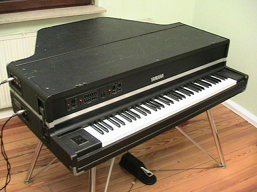 Yamaha CP-70M ready to play
