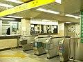 Yoyogikoen-Station-2005-6-12.jpg