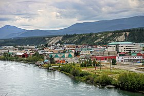 Vista do centro de Whitehorse e o Rio Yukon